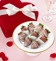 Chocolate Strawberries in Velvet Heart Box 9ct